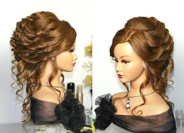 Coafură cu împletituri pentru păr creț lung