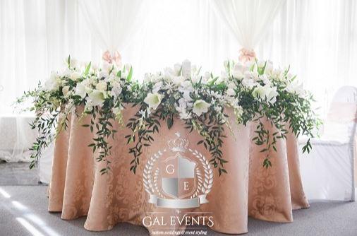Decor masă miri cu flori Gal Event Constanța